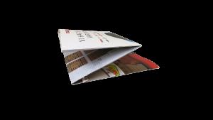 Zuilen of totems van karton met handig elastiek-systeem om ze in 2 seconden en in 1 beweging op te zetten. In 3 delen neer te klappen tot klein en handig lichtgewicht pakketje.