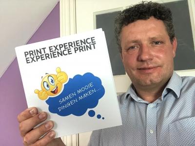 De 'Print Experience' van mijndrukker.nl met vele drukwerk en papiervoorbeelden, veredelingstechnieken en afwerkmogelijkheden laat je print beleven en ervaren.