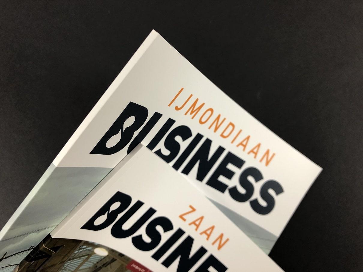 Zakelijke Bladen of bedrijfsbladen IJmondiaan Business en Zaan Business met superstrakke rechte rug