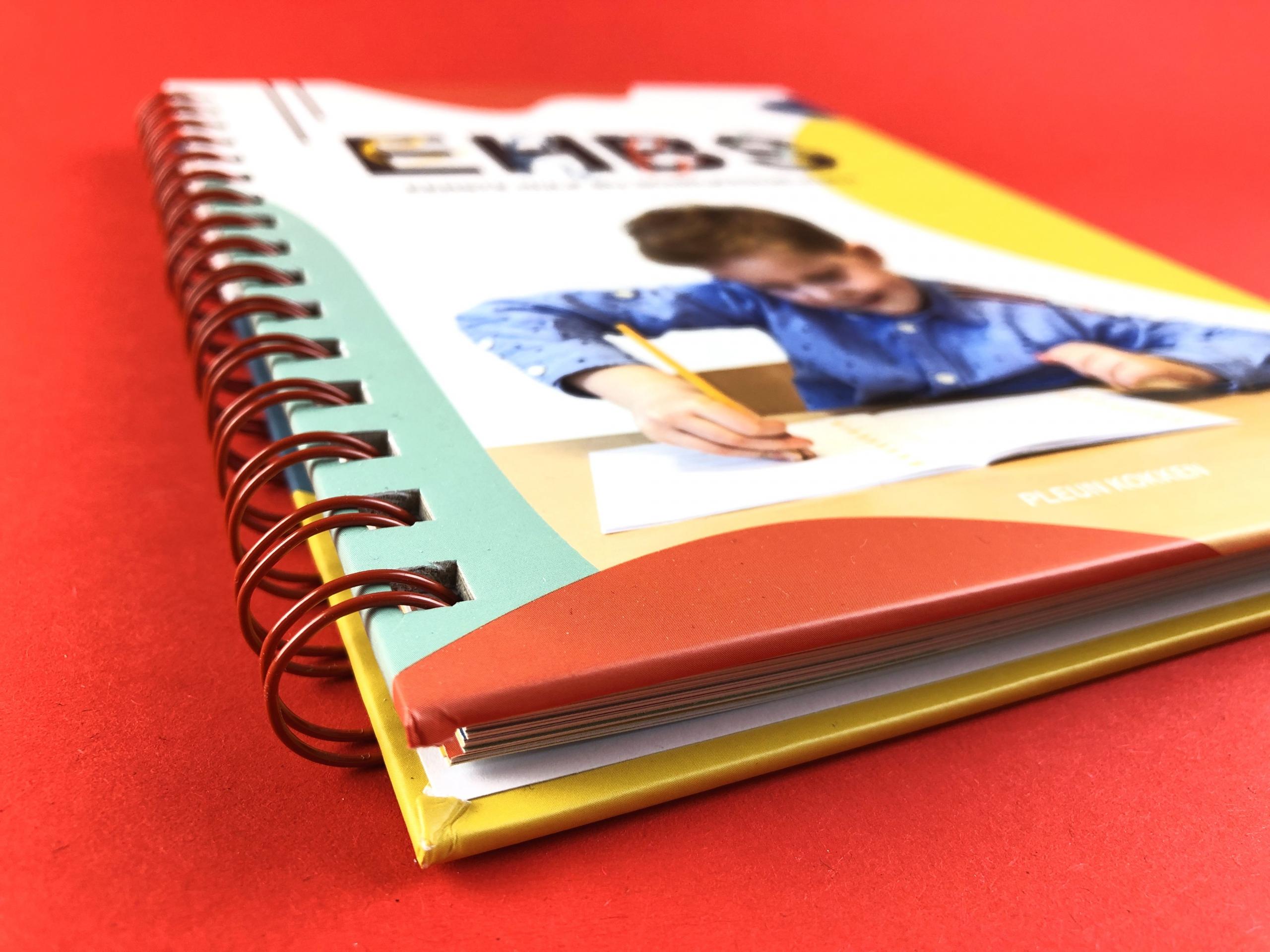 mijndrukker.nl - Hardcover Wire-O, 'Eerste Hulp Bij Schrijfproblemen' - Omslag Dik Karton