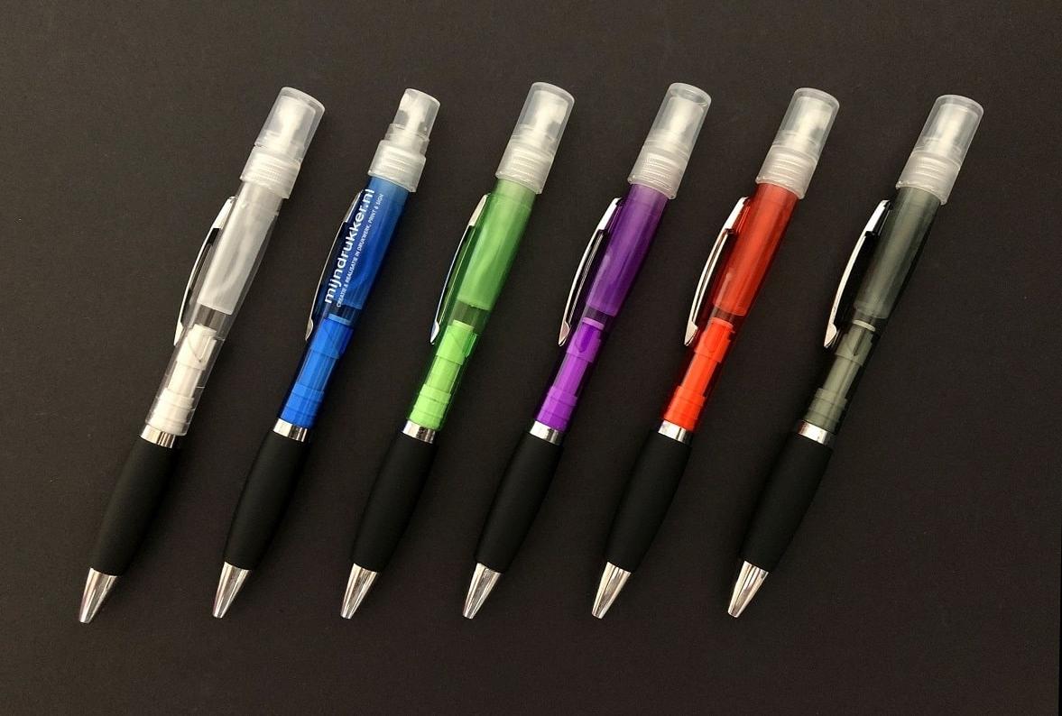 mijndrukker.nl Spray Pen in verschillende kleuren. Pen en spray in één. Met Logo Bedrukking in wit en kleur.